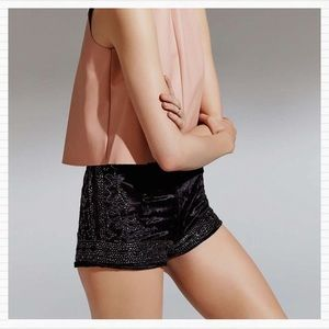 Black Crushed Velvet Bead Shorts URBAN OUTFITTERS